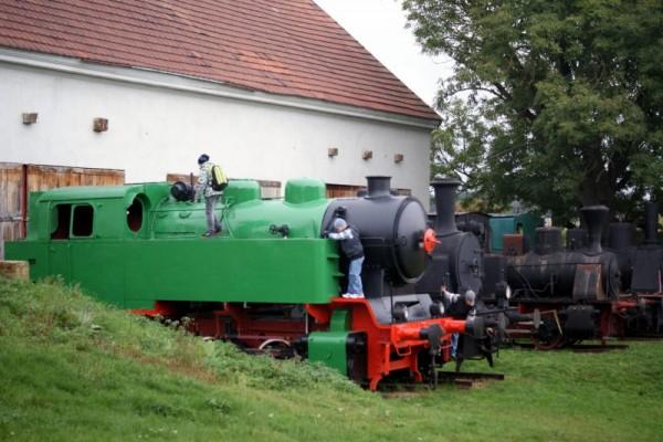 Dětské hřiště na zahradu? CO takhle lokomotivu? Ale asi nevyhovuje bezpečnostním směrnicím.